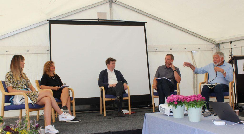 I panelet Silje Skjelsvik, Pinar Heggernes, Ole R. Øvretveit og Tore Furevik. Debatten ble ledet av vitenskapelig leder i AE-Bergen, Eystein Jansen.